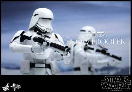 Hot Toys Star Wars Force Attacks - First Order Snowtrooper -duo